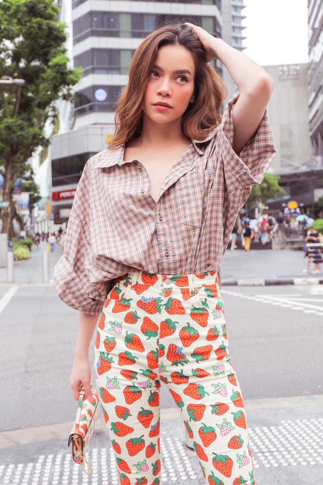Hồ Ngọc Hà gây chú ý trên đường phố Singapore nhờ street style nổi bật   - Ảnh 3.