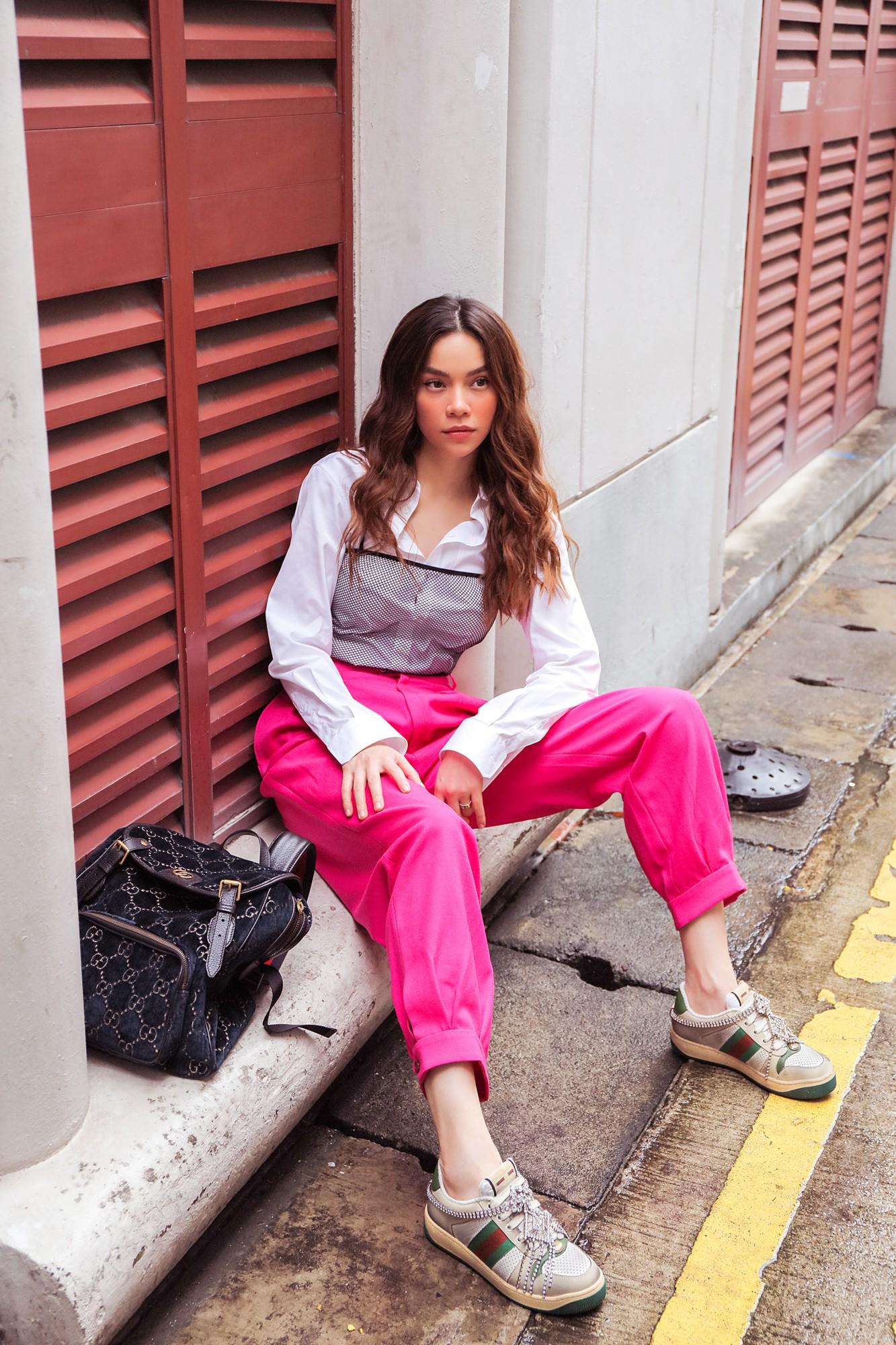 Hồ Ngọc Hà gây chú ý trên đường phố Singapore nhờ street style nổi bật   - Ảnh 6.