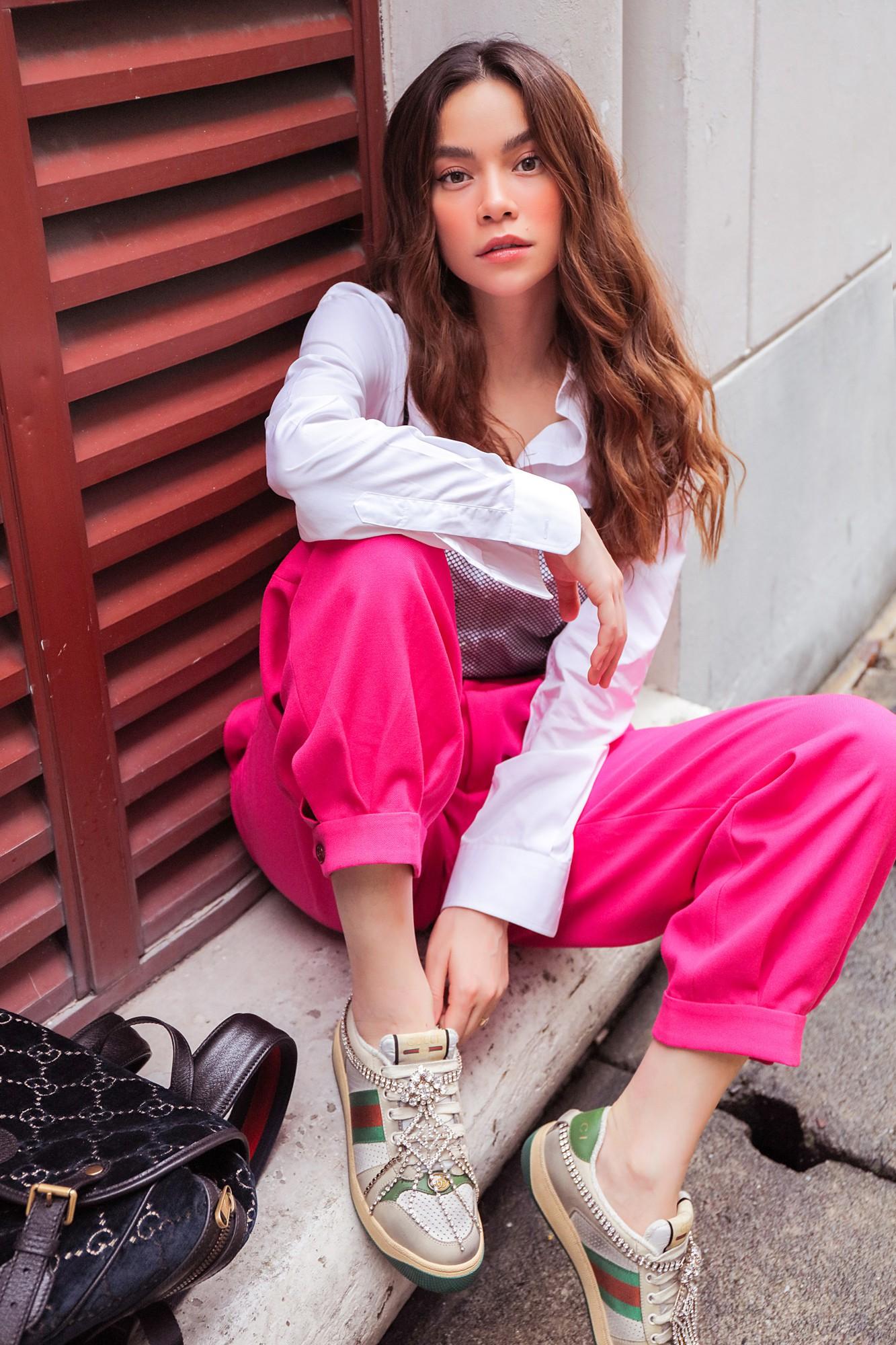 Hồ Ngọc Hà gây chú ý trên đường phố Singapore nhờ street style nổi bật   - Ảnh 5.