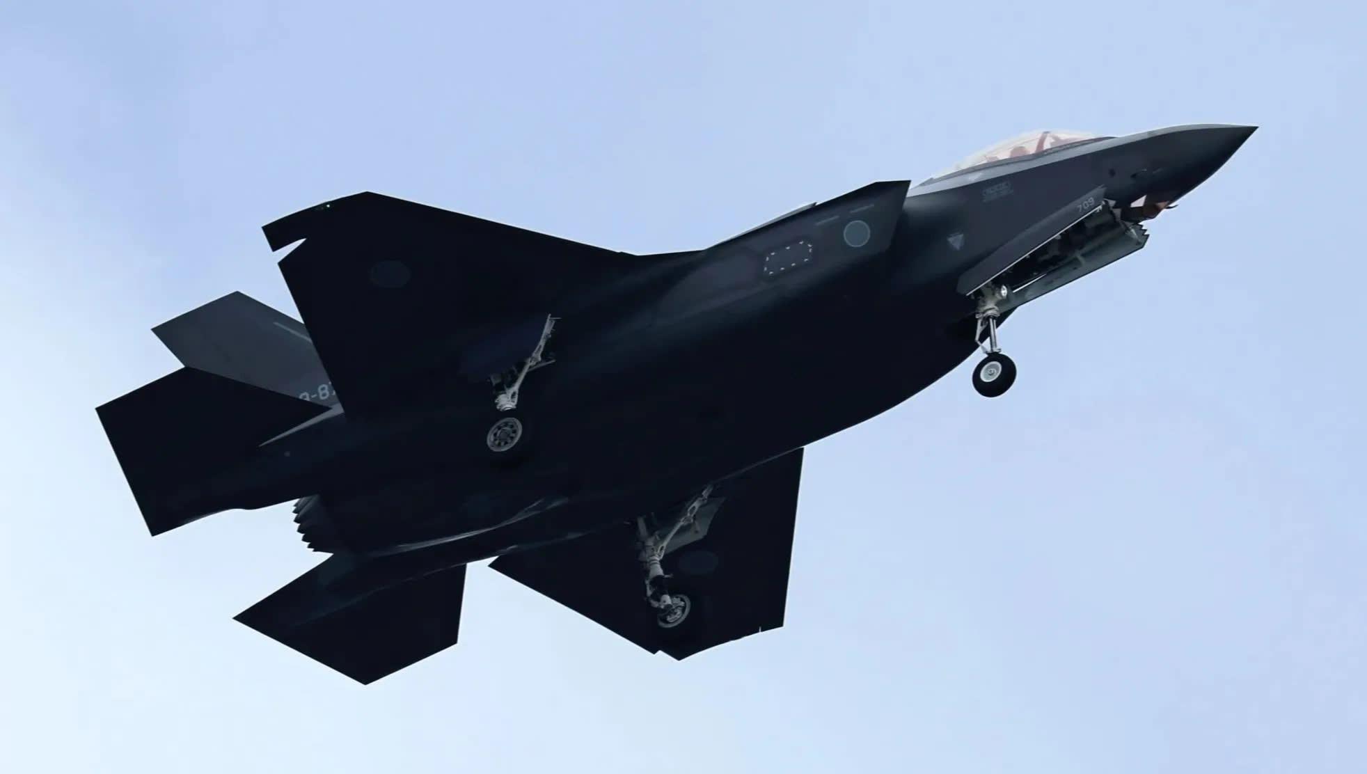 Nhật Bản tuyên bố vụ rơi máy bay chiến đấu F-35 không phải do lỗi kĩ thuật - Ảnh 1.