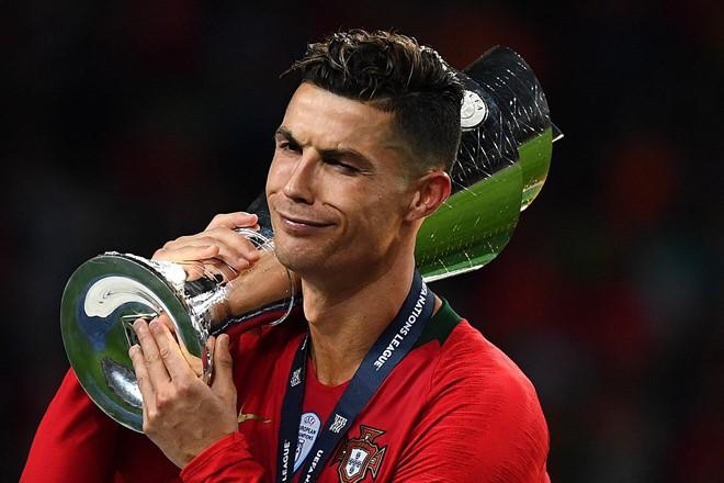 Messi bị chế nhạo trong ngày Ronaldo vô địch Nations League - Ảnh 1.