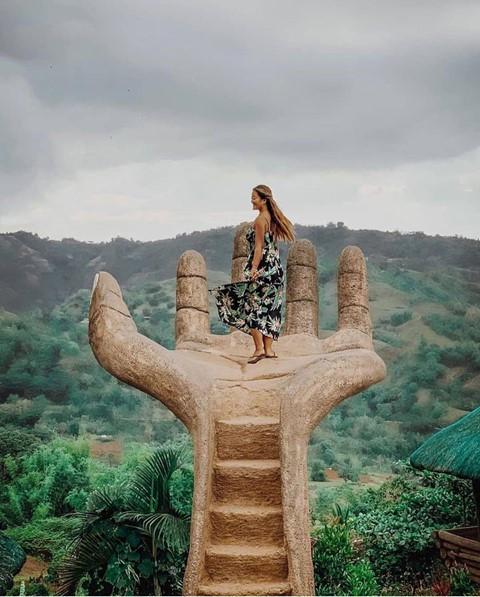 Bàn tay vàng trong làng sống ảo đẹp mê mẩn giữa rừng - Ảnh 1.