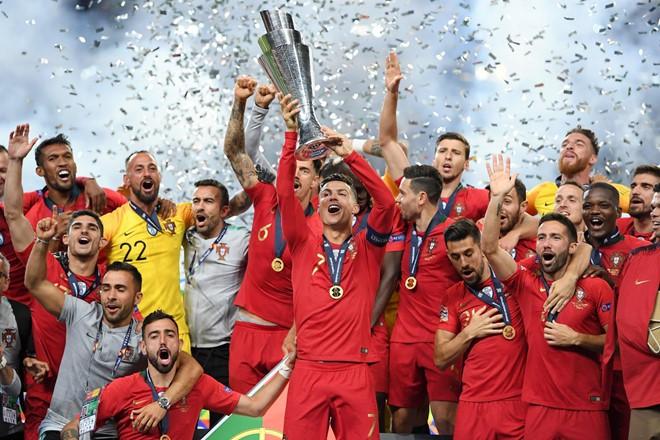 Messi bị chế nhạo trong ngày Ronaldo vô địch Nations League - Ảnh 2.