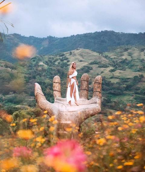 Bàn tay vàng trong làng sống ảo đẹp mê mẩn giữa rừng - Ảnh 3.