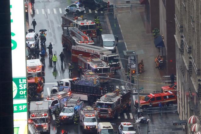 Trực thăng đâm vào cao ốc ở New York, người Mỹ liên tưởng vụ 11/9 - Ảnh 2.