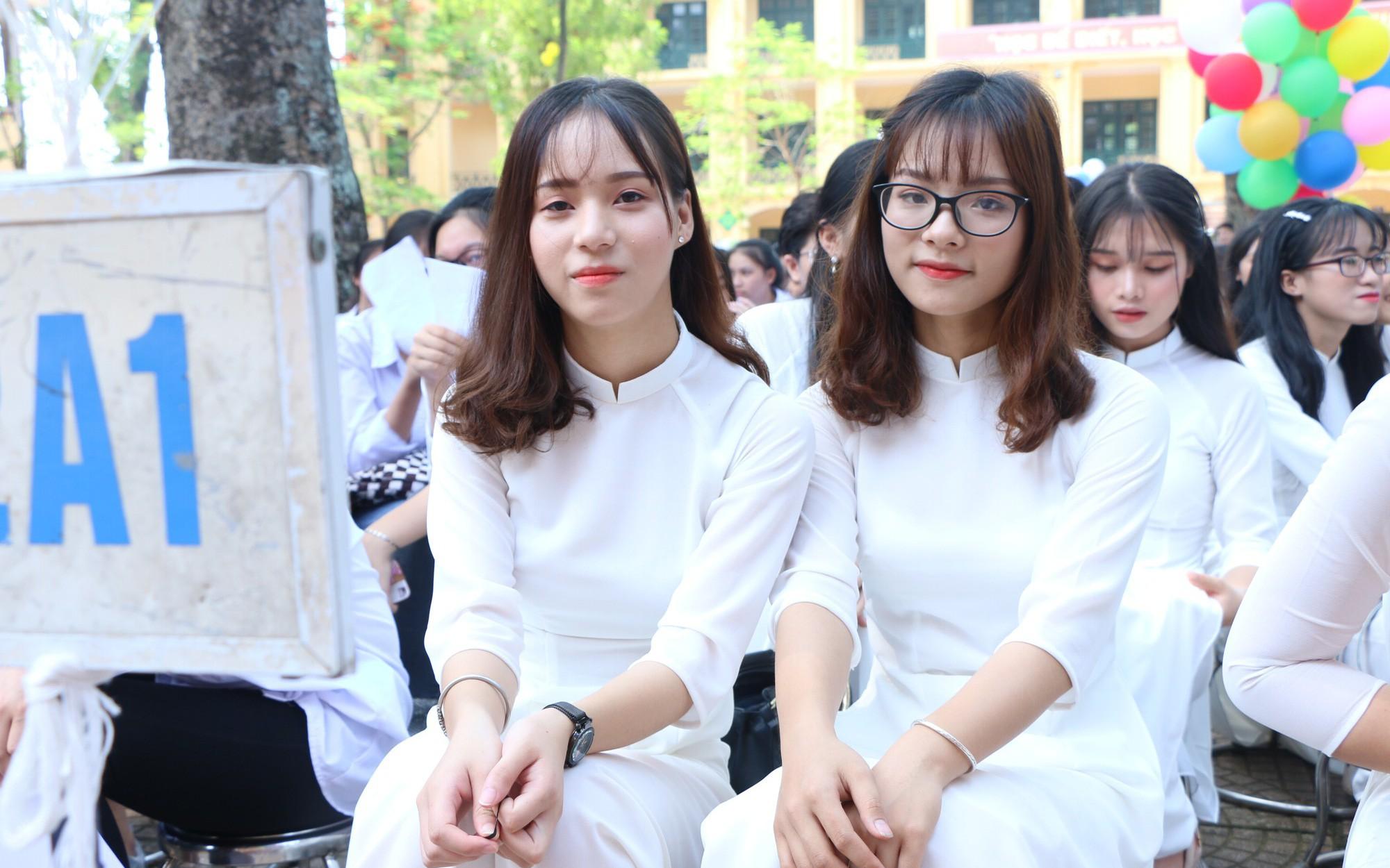Đề thi vào lớp 10 chuyên môn Vật lí tỉnh Nghệ An năm 2019