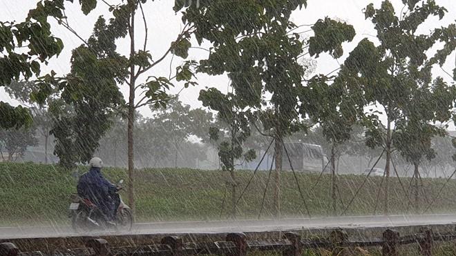 Bắc Bộ đón mưa giải nhiệt sau nắng nóng gay gắt - Ảnh 1.