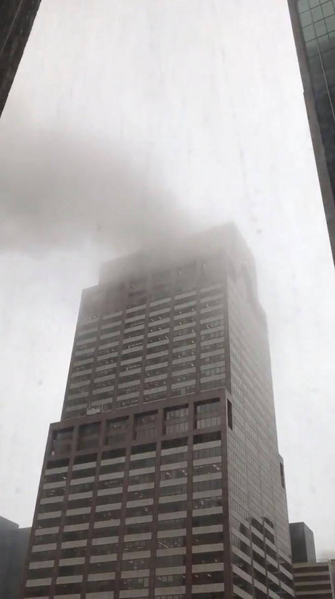 Trực thăng đâm vào cao ốc ở New York, người Mỹ liên tưởng vụ 11/9 - Ảnh 3.