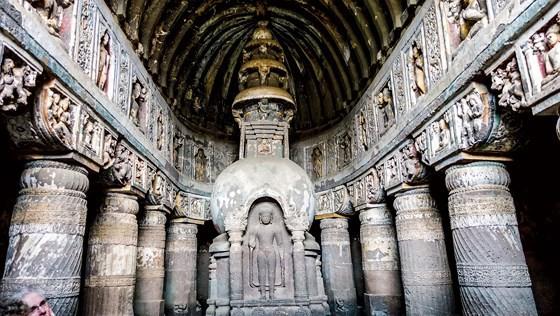 Hang động Phật giáo 2.200 năm tuổi trong rừng sâu - Ảnh 1.