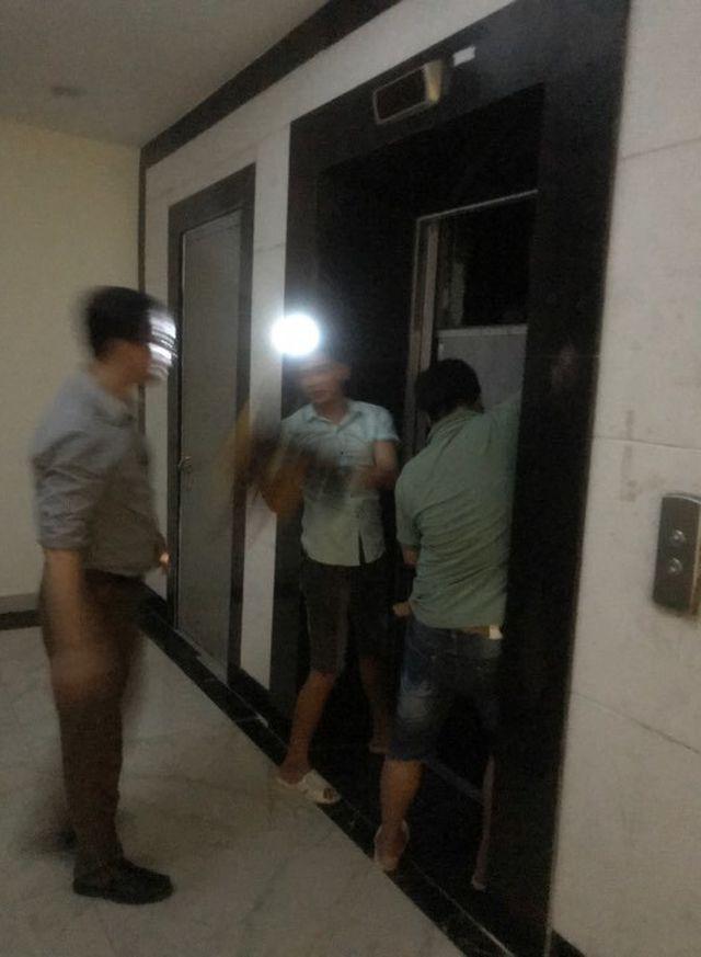 Hà Nội: Giải cứu nhiều người mắc kẹt trong thang máy khi chung cư mất điện - Ảnh 1.