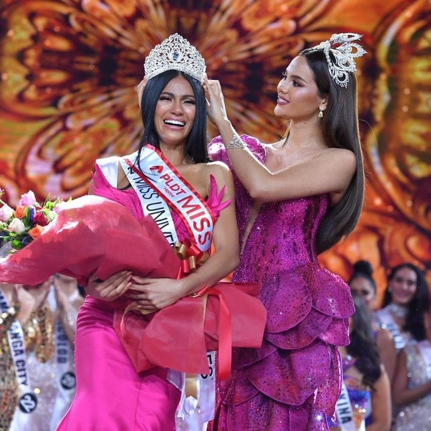 Hoa hậu Hoàn vũ đội vương miện fake, bị nghi đã làm hỏng vĩnh viễn tuyệt phẩm Mikimoto 6 tỉ đồng - Ảnh 1.