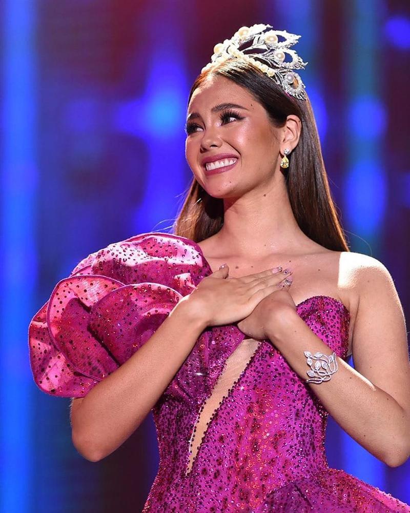 Hoa hậu Hoàn vũ đội vương miện fake, bị nghi đã làm hỏng vĩnh viễn tuyệt phẩm Mikimoto 6 tỉ đồng - Ảnh 2.