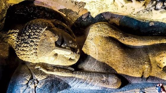 Hang động Phật giáo 2.200 năm tuổi trong rừng sâu - Ảnh 3.