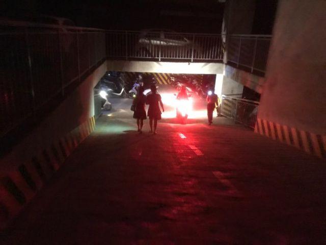 Hà Nội: Giải cứu nhiều người mắc kẹt trong thang máy khi chung cư mất điện - Ảnh 3.