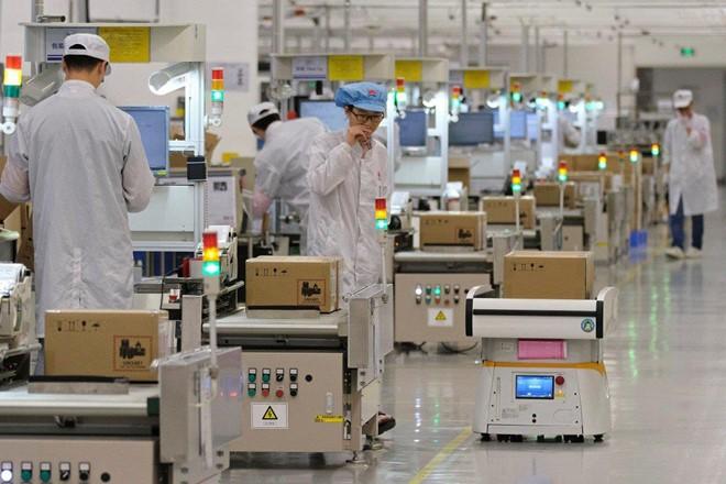 Cam kết gắn bó với iPhone, Foxconn sẵn sàng rời Trung Quốc - Ảnh 1.