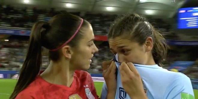Cầu thủ Thái Lan khóc sau thất bại 0-13 trước đội tuyển Mỹ - Ảnh 1.