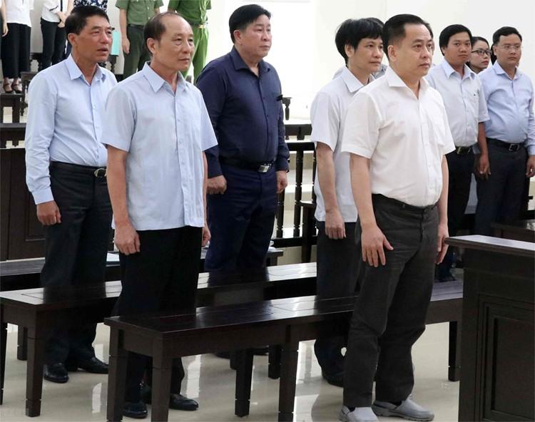 VKS đề nghị không cho hai cựu thứ trưởng công an hưởng án treo - Ảnh 1.