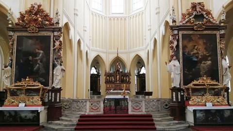 Nhà thờ ác mộng được xây dựng từ 40.000 bộ xương người - Ảnh 10.