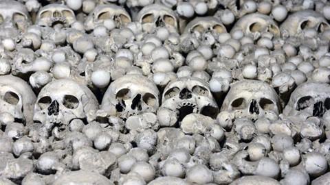 Nhà thờ ác mộng được xây dựng từ 40.000 bộ xương người - Ảnh 2.