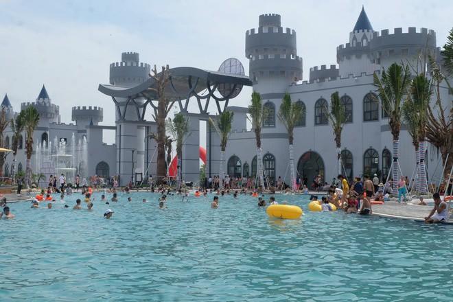 Công viên nước Thanh Hà nhận không ít review 'thậm tệ' của cư dân mạng sau 3 ngày chính thức mở cửa  - Ảnh 1.