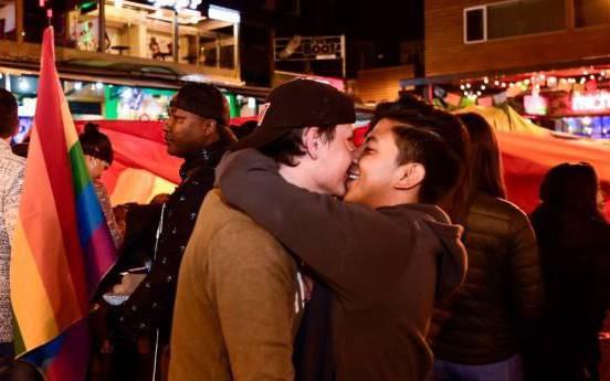 Ecuador hợp pháp hóa hôn nhân đồng giới