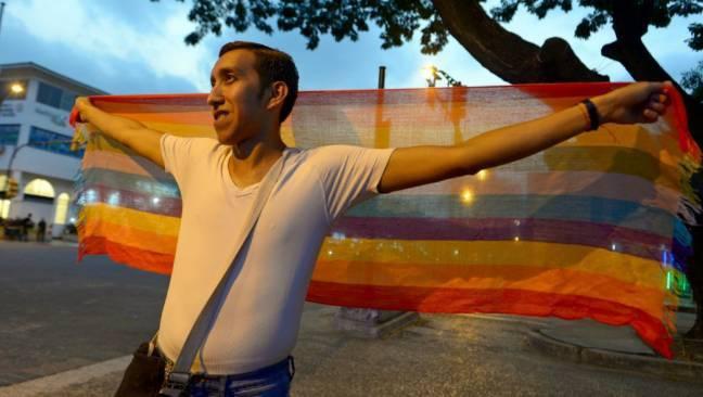 Ecuador hợp pháp hóa hôn nhân đồng giới - Ảnh 1.