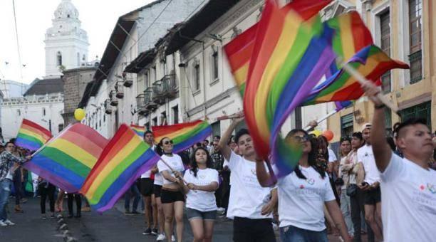 Ecuador hợp pháp hóa hôn nhân đồng giới - Ảnh 2.