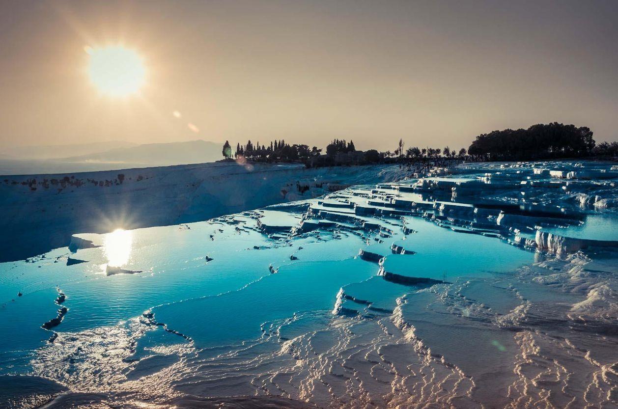 7 suối nước nóng đặc biệt nhất thế giới - Ảnh 1.