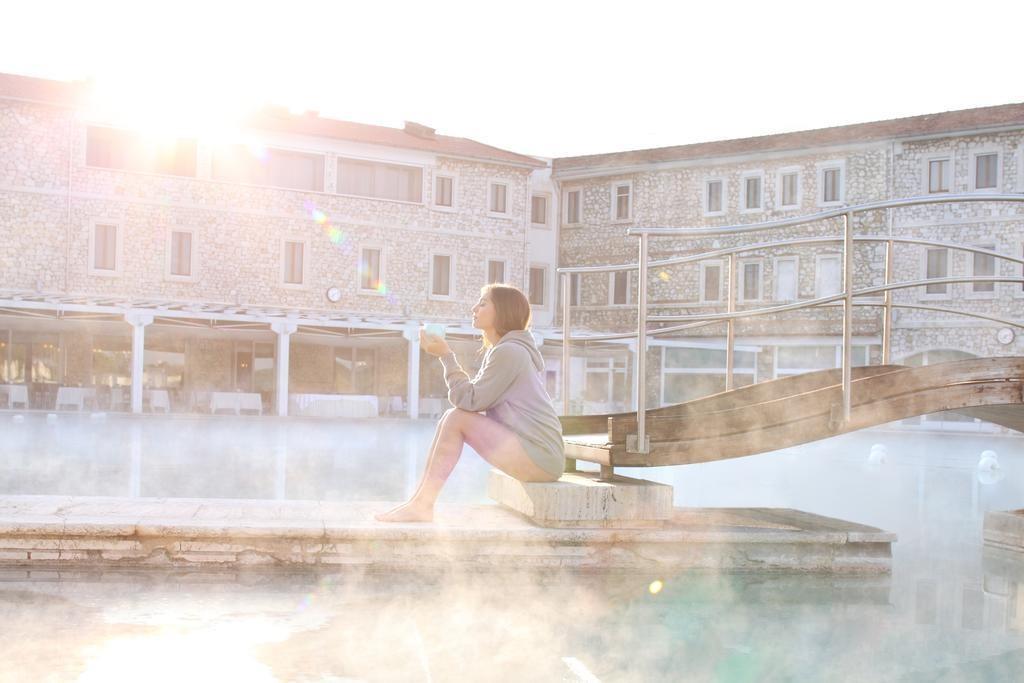 7 suối nước nóng đặc biệt nhất thế giới - Ảnh 8.