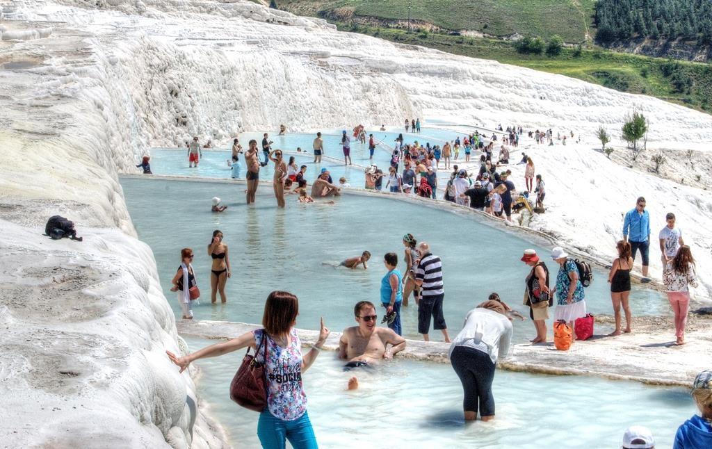 7 suối nước nóng đặc biệt nhất thế giới - Ảnh 2.