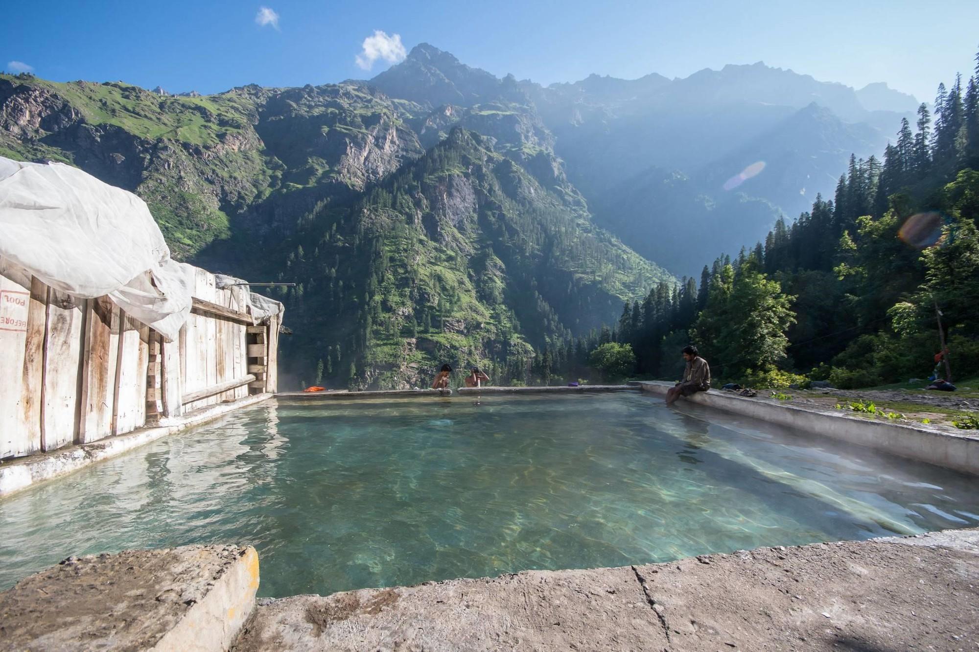 7 suối nước nóng đặc biệt nhất thế giới - Ảnh 3.