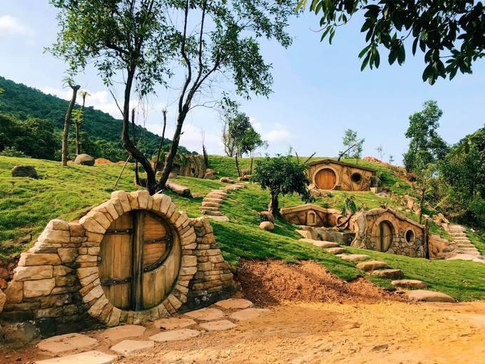 Làng người lùn trong 'Chúa tể của những chiếc nhẫn' ở Huế - Ảnh 2.