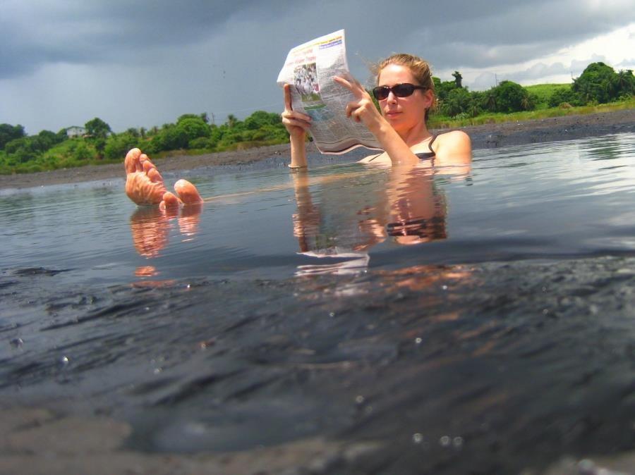Trải nghiệm tắm ở hồ nhựa đường tự nhiên lớn nhất thế giới - Ảnh 3.