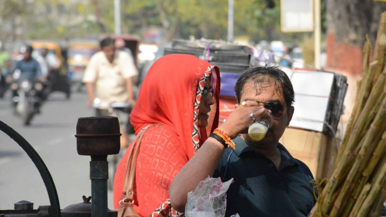 Ấn Độ đang trong tình trạng thiếu nước trầm trọng vì nắng nóng lên tới hơn 50 độ C - Ảnh 1.