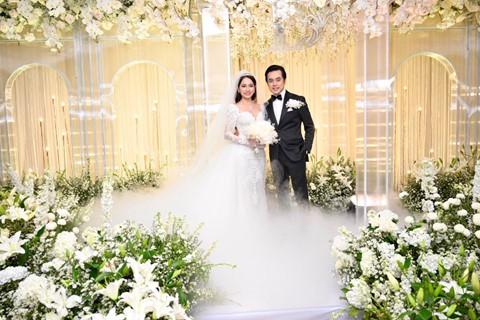 Trấn Thành cùng dàn sao dự tiệc cưới của Dương Khắc Linh và Sara Lưu - Ảnh 1.