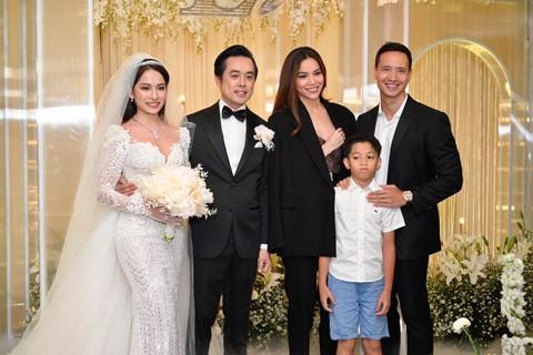 Trấn Thành cùng dàn sao dự tiệc cưới của Dương Khắc Linh và Sara Lưu - Ảnh 15.