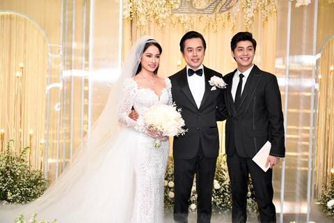 Trấn Thành cùng dàn sao dự tiệc cưới của Dương Khắc Linh và Sara Lưu - Ảnh 16.