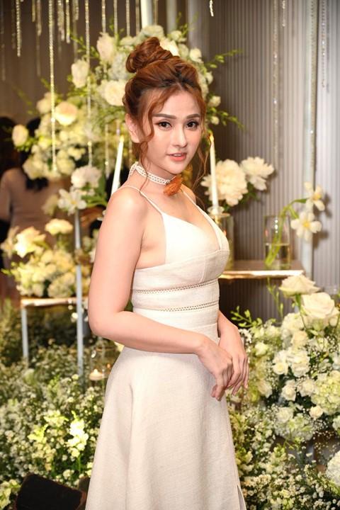 Trấn Thành cùng dàn sao dự tiệc cưới của Dương Khắc Linh và Sara Lưu - Ảnh 17.