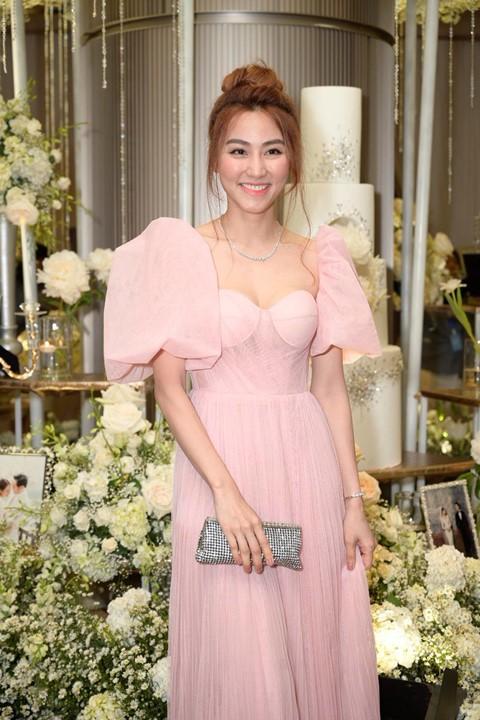 Trấn Thành cùng dàn sao dự tiệc cưới của Dương Khắc Linh và Sara Lưu - Ảnh 18.