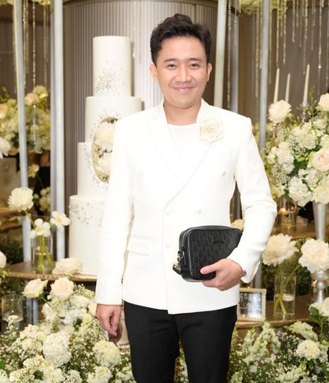 Trấn Thành cùng dàn sao dự tiệc cưới của Dương Khắc Linh và Sara Lưu - Ảnh 2.