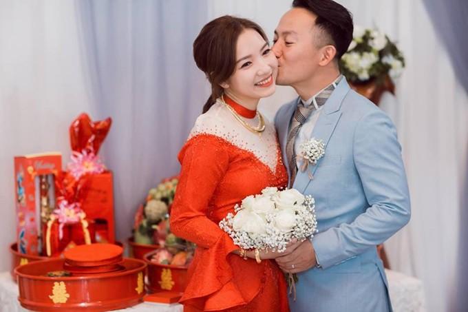 Showbiz Việt nửa đầu năm 2019: Người điều trị bệnh thành công, Hoa hậu quốc dân hứa hẹn tái xuất - Ảnh 16.