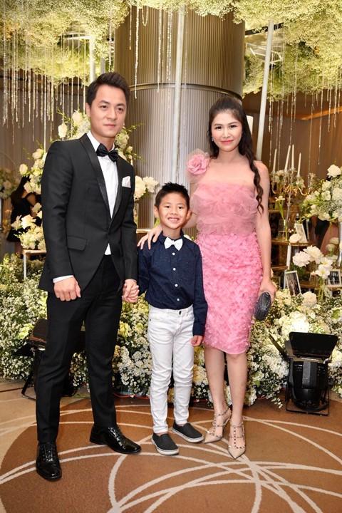 Trấn Thành cùng dàn sao dự tiệc cưới của Dương Khắc Linh và Sara Lưu - Ảnh 4.