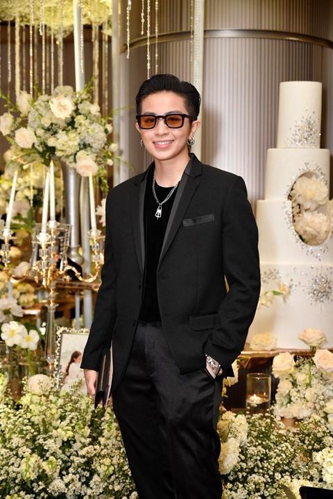 Trấn Thành cùng dàn sao dự tiệc cưới của Dương Khắc Linh và Sara Lưu - Ảnh 8.