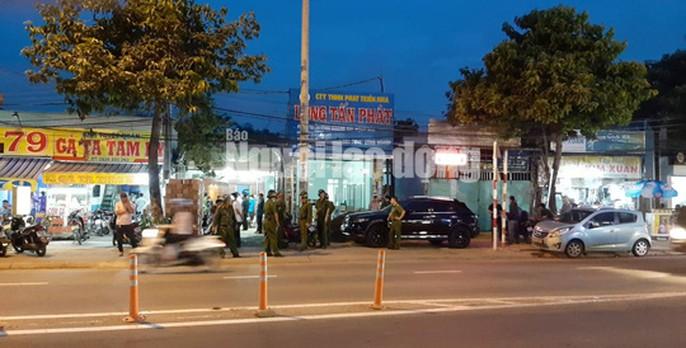 Đang khám xét nhà, công ty chủ doanh nghiệp kêu giang hồ vây xe công an - Ảnh 5.