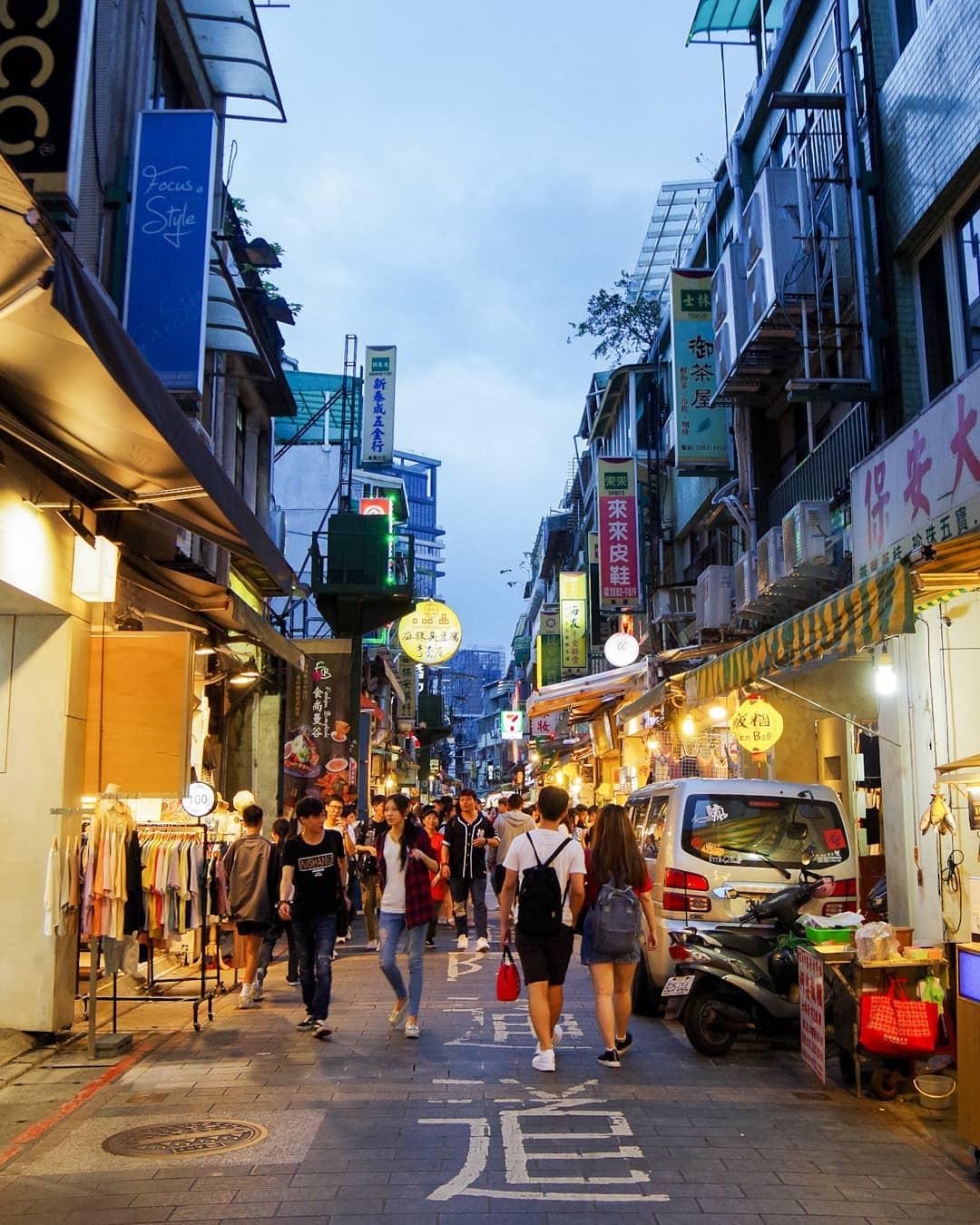 Ăn no căng bụng tại những khu chợ đêm sầm uất nhất Đài Loan - Ảnh 2.