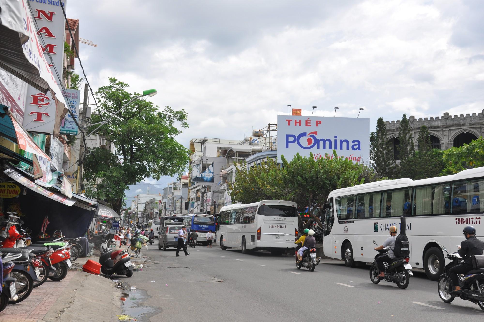 Nha Trang: Thêm nhiều tuyến đường cấm dừng, đỗ xe - Ảnh 1.