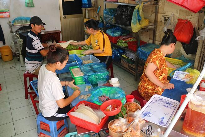Gỏi cuốn bà Phương có gì mà người Sài Gòn ăn hơn 1.000 cuốn mỗi ngày - Ảnh 7.