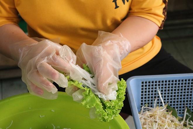 Gỏi cuốn bà Phương có gì mà người Sài Gòn ăn hơn 1.000 cuốn mỗi ngày - Ảnh 8.