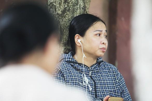 Mẹ rơi nước mắt: Xin chủ nghỉ mấy tiếng về đưa con đi thi mà không gặp - Ảnh 8.