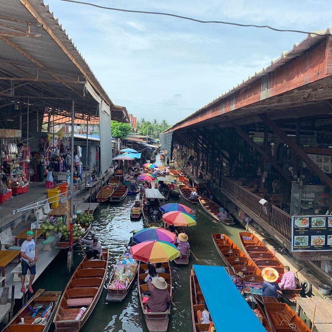 Chơi quên lối về tại những khu chợ nổi nhất định phải ghé ở Bangkok - Ảnh 1.